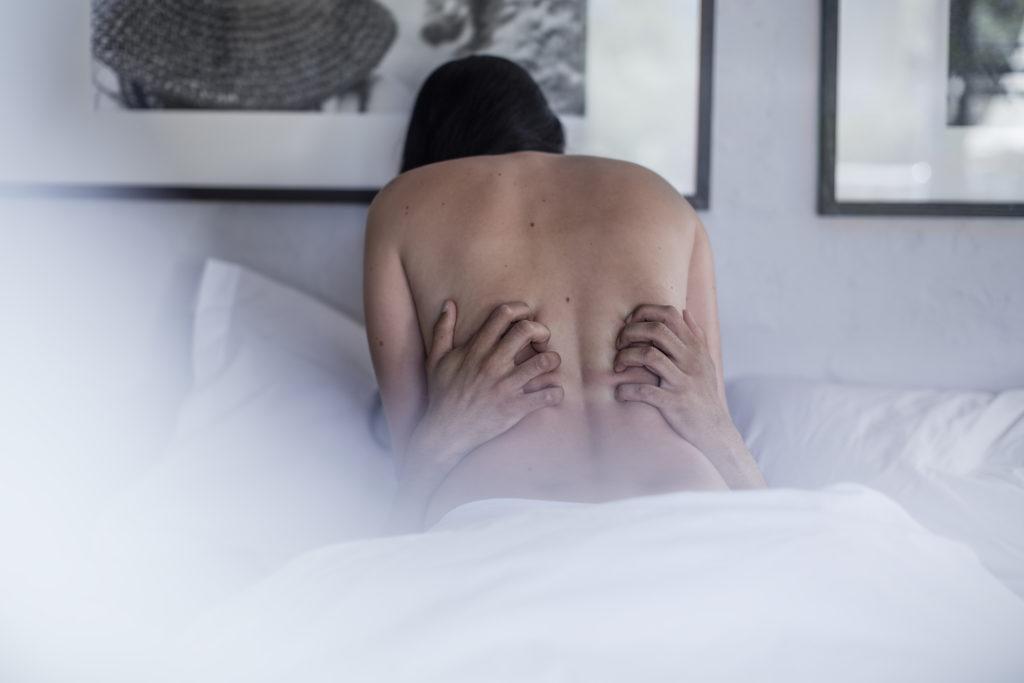 Au lit avec son escort boy