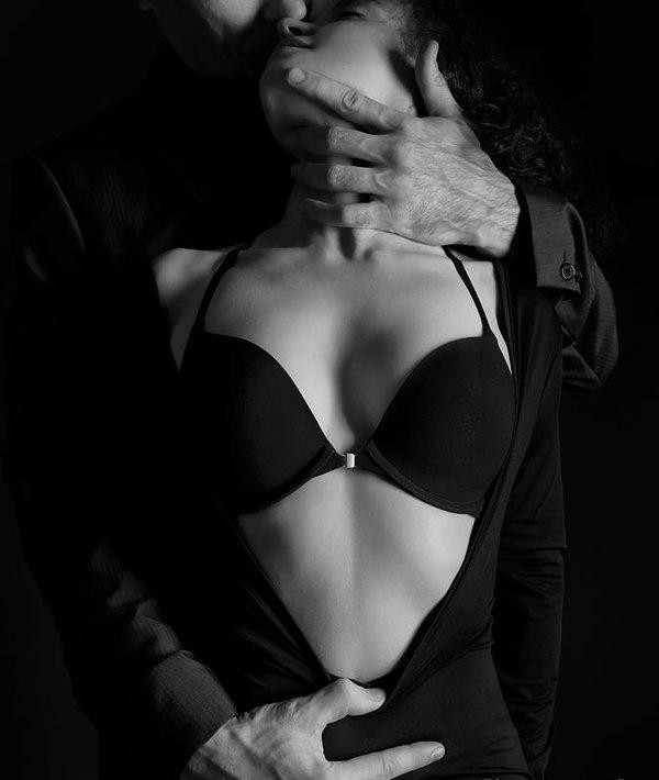 Ma main tient votre gorge