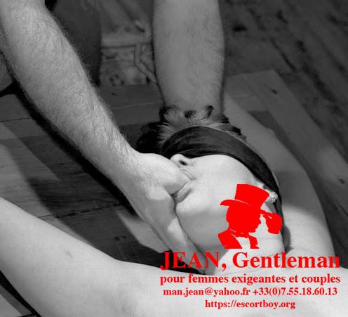 es doigts d'un autre homme dans vote bouche - Escort Boy Paris