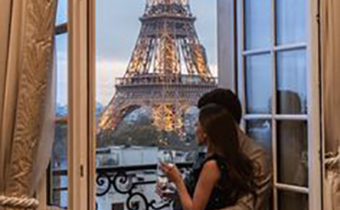 couple male escort tour eiffel