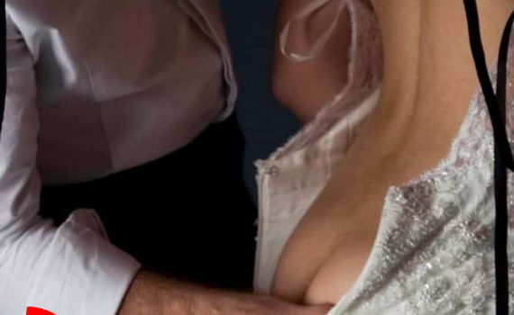 Mes mains d'escort boy sur vos fesses