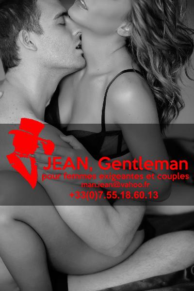 Madame passa les bras autour du cou du gentleman - Escort Boy Paris
